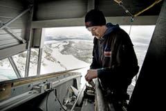 Arbeiter an der Bergstation der neuen Luftseilbahn auf den Pilatus. (Bild: Pius Amrein (Neue LZ))