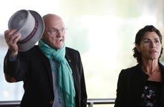 Rolf Knie beim Apéro unter dem KKL-Dach. (Bild: Eveline Beerkircher/Neue LZ)