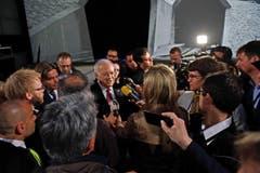 Bundespräsident Johann Schneider-Amman umzingelt von Medienschaffenden. (Bild: Nadia Schärli / Neue LU)