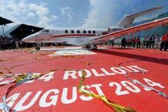 Das neue PC-24 Flugzeug anlässlich des festlich gefeierten Rollouts am Freitag, 1. August, auf dem Flugplatz Buochs im Kanton Nidwalden. (Bild: Keystone)