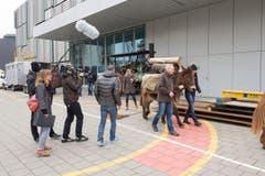 Anita und Matthijs Ouwerkerk bei den Dreharbeiten. (Bild: Oscar Alessio/SRF)