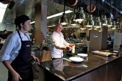 Küchenchef Johan Breedijk zaubert ein Menu (Bild: Nadia Schärli / Neue LZ)