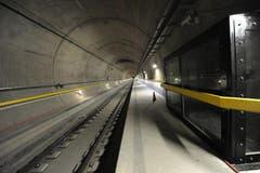 Ab dem 1. Oktober beginnt im Neat-Tunnel die intensive Testphase mit einem 24-Stunden-Betrieb. Auf dem Bild: ein Besucherfenster. (Bild: Urs Hanhart / Neue UZ)