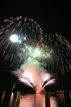 Feuerwerk in Flüelen (Bild: Manuela Jans / Neue LZ)