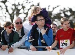 Zuschauer beim Staffellauf. (Bild: Stefan Kaiser (Neue ZZ))