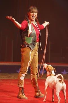 Dass Rosi Hochegger ein grosses Herz und Einfühlungsvermögen für Tiere hat, blieb auch der Fachwelt nicht verborgen. Am 38. Internationalen Circus-Festival in Monte-Carlo gewann die Tiertrainerin zu Beginn dieses Jahres mit ihren tanzenden Hunden den Silbernen Clown sowie vier Sonderpreise. (Bild: PD)