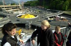 Am 14. Mai 2003 rollte auf dem Kreisel bereits der Verkehr. (Bild: Eveline Bachmann / Neue LZ)