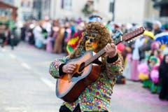 Die Hippies mit dem Hippiebus. (Bild: Dominik Wunderli (Neue LZ))