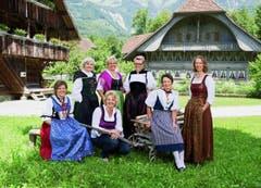 Landfrauenküche Gruppenbild der Landfrauen 2013 (v.l. hintere Reihe stehend): Sylvia Stgier, Romana Zumbühl, Stefanje Moser, Sybille Meyer (vordere Reihe sitzend) Erna Köfer, Ramona Imhasly, Anni Simonet. (Bild: SRF / Marion Nitsch)