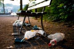 Zurückgelassener Abfall beim Inseli in Luzern. (Bild: Corinne Glanzmann / Neue LZ)