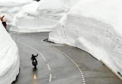 Freie Fahrt für diesen Töff auf dem Gotthardpass. (Bild: Keystone)