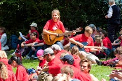 Auslandschweizer sowie rund 400 Mitglieder der Jugendorganisationen Blauring und Jungwacht. (Bild: Dominik Wunderli / Neue LZ)