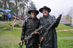 Sonja Herger (links) uns Maja Herger von der Schützengesellschaft Seelisberg. (Bild: Urs Hanhart / Neue UZ)