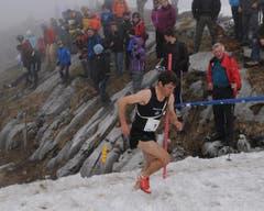 Die Bergläufer mussten sich durch Schnee und Nebel kämpfen. (Bild: Urs Hanhart / Neue UZ)