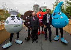 Nicolas Bideau, Chef von Präsenz Schweiz, und Dante Martinelli, Generalkommissär für die Schweiz an der Expo Milano, posieren anlässlich der Eröffnung. (Bild: SAMUEL GOLAY)