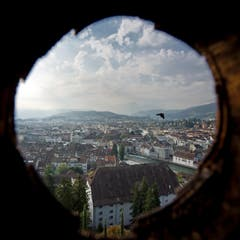 Heute verläuft unter dem Turm eine Hochdruckleitung der städtischen Wasserversorgung. (Bild: Pius Amrein / Neue LZ)