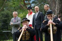 25 Jahre Weg der Schweiz. Mit dabei auf dem Rütli waren der Schwyzer Landammann Andreas Barraud, Bundesrat Alain Berset und der Urner Ständerat Josef Dittli (von links). (Bild: Keystone / Urs Flüeler)