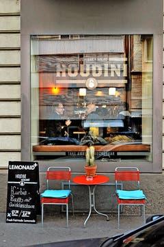 Houdini Anouschka Barrus und Sandro Hodel setzen auf regionale Produkte, gute Küche und Gemütlichkeit in der Winkelriedstrasse 64. Öffnungszeiten: Mo–Mi 8–22 Uhr; Do–Sa 8–24 Uhr. Ab 17 Uhr ist es ein Raucherlokal. (Bild: Nadia Schärli / Neue LZ)