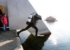 Der Sprung ins Wasser: Ein Kürzest-Arbeitsweg. (Bild: Stefan Kaiser / ZZ)