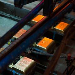 Nun ist der längste Eisenbahntunnel der Welt durchgehend auf seiner ganzen Laenge von 57 Kilometern mit Diesellokomotiven befahrbar. (Bild: SIGI TISCHLER)