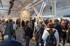 Die Design-Ausstellung war gut besucht. (Bild: Christian H.Hildebrand, Neue ZZ)