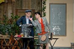 Urs Furrer (als Emil Ötterli, links) und Silvia Schaller (als Frida Felber). (Bild: Pius Amrein / Neue LZ)