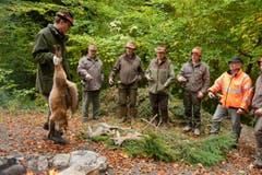 Hier kommt ein geschossener Fuchs dazu. (Bild: Dominik Wunderli / Neue LZ)