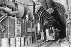 Wegen Kostenüberschreitungen ging der Bau des Tunnels als «Furkaloch» in die politischen Debatten ein. (Bild: Keystone / Str)