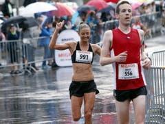Der Aegeriseelauf mit vielen Teilnehmern im Bild die schnellste Frau Susanne Rüegger aus Cham. (Bild: Werner Schelbert (Neue ZZ))