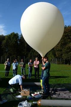 Der Stratosphärenballon startete ab dem Areal der Kantonsschule Sursee. (Bild: Nadia Schärli (Neue LZ))