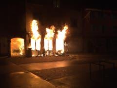 Die Flammen loderten, als die Feuerwehr Willisau-Gettnau zum Untertor ausrückte. (Bild: Feuerwehr Willisau-Gettnau)