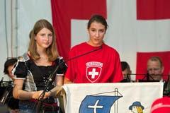 Bundesfeier in Unterägeri: Sandra Müller und Laura Eichholzer halten die Rede. (Bild: Christian Herbert Hildebrand / Neue ZZ)