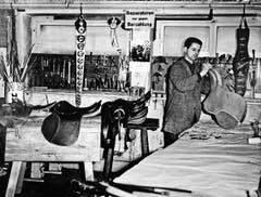 Fredy Röösli, Vater des heutigen Geschäftsführers, anno 1968 in seiner Werkstatt in Luzern. 1972 erfolgte der Umzug nach Schachen. (Bild: PD)