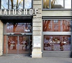 La Vie en rose Die Confiserie Bachmann eröffnet in ihrer ehemaligen Filiale an der Pilatusstrasse im Februar/März ein «Lifestyle- Café». Dabei setzt sie gemäss eigenen Angaben auf guten Kaffee und «Wohnstube-Atmosphäre». (Bild: Nadia Schärli / Neue LZ)