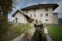 In den oberen Etagen sind drei Wohnungen vorgesehen, im ehemaligen Mühleraum im Erdgeschoss kann sich Fuchs einen Eventraum vorstellen. (Bild: Pius Amrein / Neue LZ)