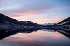 Die Morgenstimmung über dem Ägerisee. (Bild: Alexandra Wey/Keystone (Ägeri, 22. November 2017))