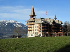 Hier auf dem Flüeli zeigt sich das Jugendstil-Hotel Paxmontana für einmal dem schönen Pilatus als eine echte Konkurrenz ! (Bild: Margrith Imhof-Röthlin)