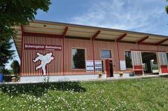 Die neue Schwinghalle bei der Sportanlage Chärnsmatt in Rothenburg. (Bild: Corinne Glanzmann / Neue LZ)
