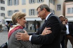 Gabi Huber gratuliert dem neu gewählten Ständerat Josef Dittli. (Bild: Urs Hanhart)