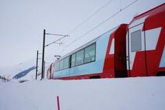 Der Glacier Express unterwegs zwischen Hospental und Realp, im Urserental. (Bild: Bruno Ringgenberg)