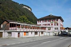 Im Kanton Nidwalden werden zur Unterbringung auch Hotelbetreiber eingespannt – so sollen im Hotel Alpina in Wolfenschiessen künftig alle 13 Hotelzimmer von Asylsuchenden bewohnt werden. (Bild: Philipp Unterschütz)