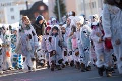Die Kleinen als Kühe verkleidet. (Bild: Maria Schmid (Neue ZZ))