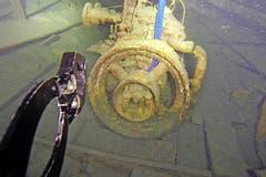 Der Petrolmotor hängt unter Wasser in den Gurten. (Bild: pd)
