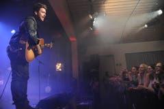 Musikfestival AndermattLive. Bastian Baker bei seinem Auftritt. 18. März 2016. Bild Urs Hanhart. (Bild: Urs Hanhart (Neue UZ))