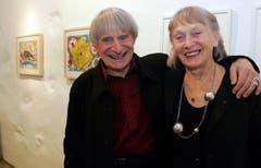 Clown-Ikone Dimitri mit seiner Ehefrau Gunda in einer Kunstausstellung in Baar. (Bild: Werner Schelbert)