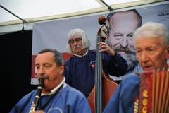 Im Festzelt auf dem Unterlehn spielten die Engadiner Ländlerfründe. (Bild: Urs Hanhart / Neue UZ)