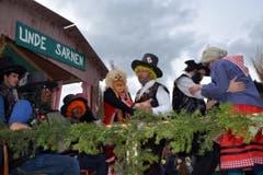 Tobelhäxä am Sarner Jodlerfest ... (Bild: Romano Cuonz (Neue NZ))