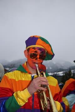 Ein Musiker in allen Farben. (Bild: Marion Wannemacher)