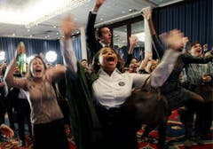 Unterstützer von Barack Obama in New York brechen in Jubel aus. (Bild: Keystone)