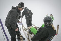 Der Startchef schickt Bachmann Moni und Ambauen Heidi von den Beggrieder Hornschlittler auf die Reise (Bild: André A. Niederberger / Neue NZ)